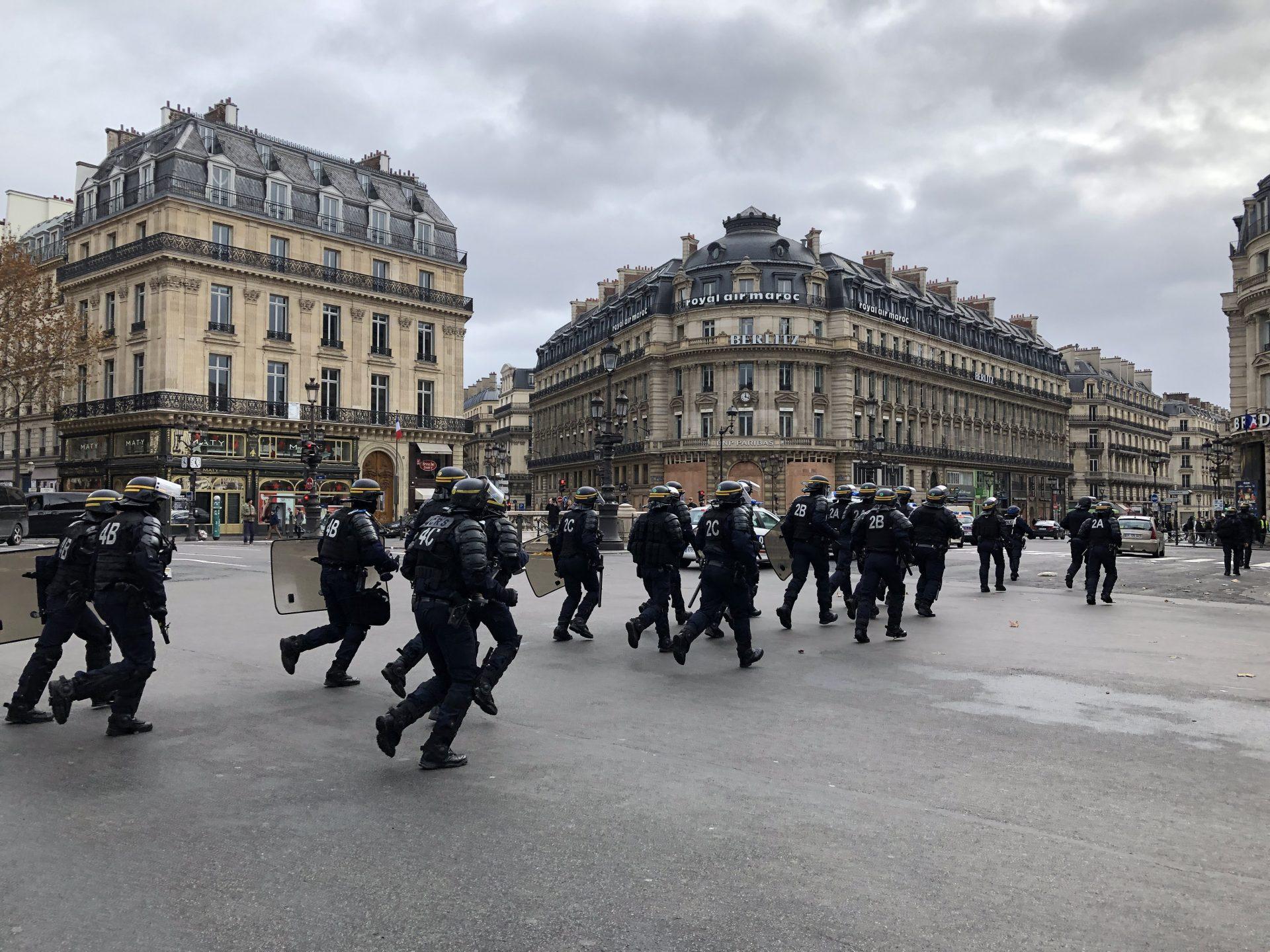12/8パリのデモを間近で体験しました。